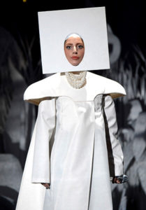 25aug2013-vmas-lady-gaga-outrageous-outfits-600
